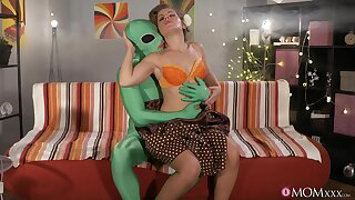 Hung alien unearths a sluttish blonde MILF to fuck fixed
